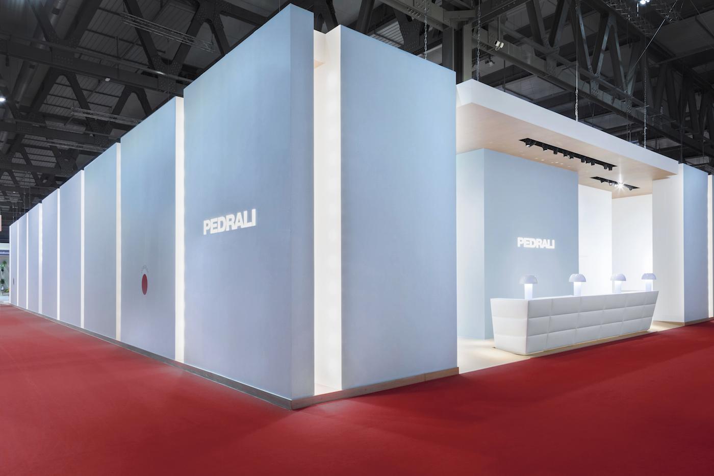 """PEDRALI, con l'allestimento #PEDRALIGOODIDEAS, Salone del Mobile Milano 2018, che ha vinto gli Icon Awards come """"Innovative Architecture"""" e il German Design Award 2019 nella categoria Fair and Exhibition"""