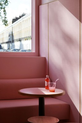 humble-pizza-child-studio-pink-interiors-restaurants-london_dezeen_2364_col_7.jpg