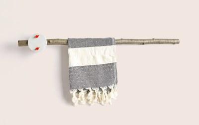 sovrappensiero_-furNATURE-_-towel-rack-1-1680x1063.jpg