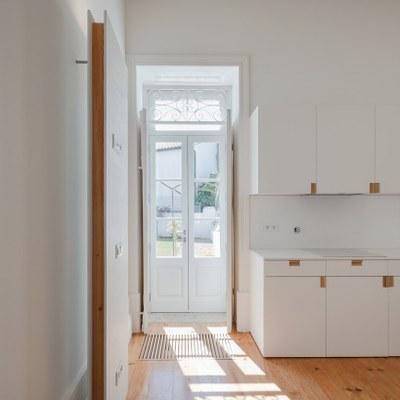 nelson-resende-house-renovation-ovar-designboom-13.jpg