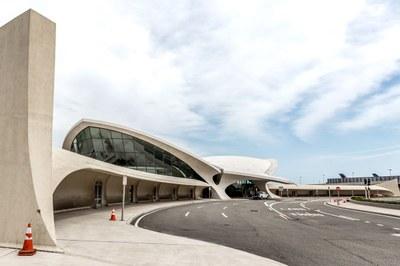 twa-hotel-eero-saarinen-interiors-jfk-airport-new-york-city-usa-max-touhey_dezeen_2364_col_6.jpg