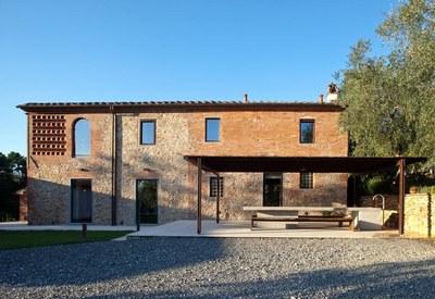 restyling-casale-toscana-facciata-esterna_oggetto_editoriale_h495-2.jpg