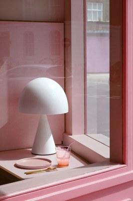 humble-pizza-child-studio-pink-interiors-restaurants-london_dezeen_2364_col_10.jpg