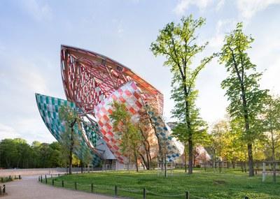 observatory-of-light-fondation-louis-vuitton-multicoloured-installation-daniel-buren-frank-gehry-paris-france-glass_dezeen_1568_10.jpg