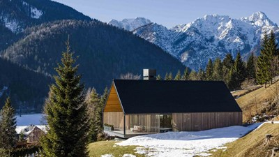 z-house-geza-alpine-mountain-camporosso-italy-_dezeen_2364_hero_b-1-1704x959.jpg