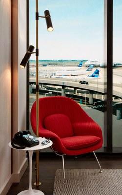 twa-hotel-eero-saarinen-interiors-jfk-airport-new-york-city-usa-david-mitchell_dezeen_2364_col_3.jpg