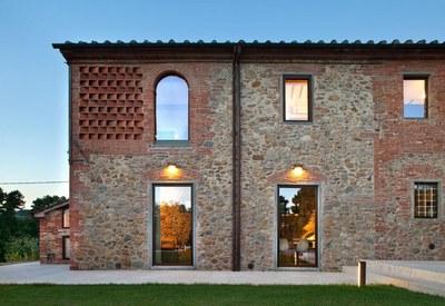 restyling-casale-toscana-facciata-esterna_oggetto_editoriale_h495.jpg