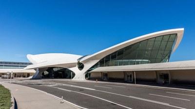 twa-hotel-eero-saarinen-interiors-jfk-airport-new-york-city-usa-max-touhey_dezeen_2364_col_9.jpg