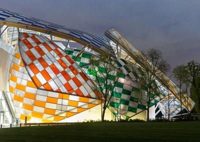 observatory-of-light-fondation-louis-vuitton-multicoloured-installation-daniel-buren-frank-gehry-paris-france-glass_dezeen_1568_5.jpg