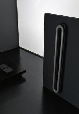 termosifone-tubolare-nero-Antrax-IT.jpg