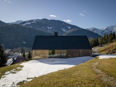 z-house-geza-alpine-mountain-camporosso-italy-_dezeen_2364_col_2.jpg