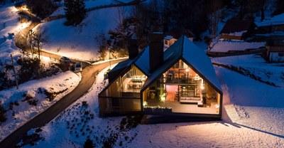z-house-geza-alpine-mountain-camporosso-italy-_dezeen_2364_col_20.jpg