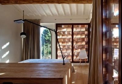 restyling-casale-toscana-camera-da-letto-stile-minimal_oggetto_editoriale_h495.jpg