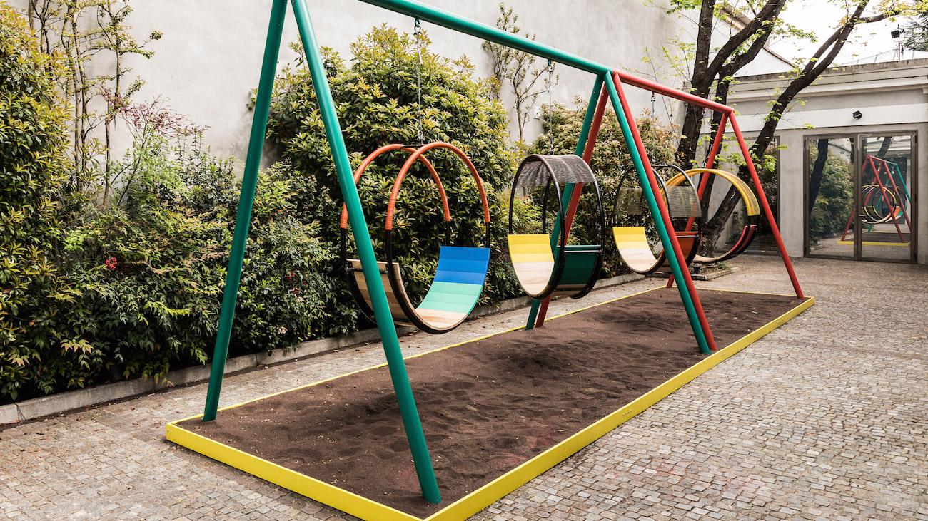 Giochi Per Bambini In Giardino marni playland, un parco giochi design per aiutare donne e